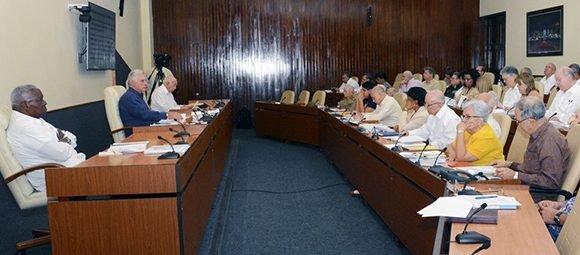 El máximo órgano de Gobierno incluyó en la agenda de su reunión temas como el comportamiento de la economía, la ejecución del Presupuesto del Estado, la inversión extranjera y el Programa Sierra Maestra