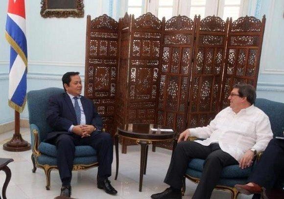 El canciller cubano, Bruno Rodríguez Parrilla, recibió al secretario de Estado del Ministerio de Relaciones Exteriores y Cooperación Internacional del Reino de Cambodia, Ouch Borith, quien realiza una visita de trabajo a la Isla.