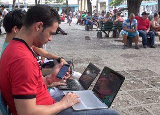 Las Tecnologías de la Informatización y las Comunicaciones desempeñan un papel importante en el desarrollo de las plataformas que contribuyen a la sociedad y la economía cubana.