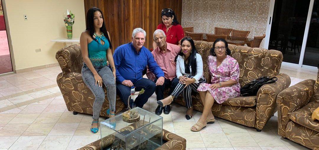 A través de su cuenta en la red social Twitter, el mandatario apuntó: «Fue un honor conocer y tener un afectuoso y cariñoso encuentro con la familia del Dr. Assel Herrera Correa, uno de nuestros dos médicos secuestrados.