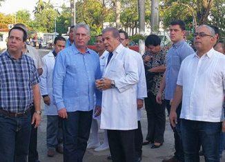 El mandatario estuvo acompañado por Luis Antonio Torres Iríbar, primer secretario del Partido Comunista de Cuba en la capital, y por el ministro de Salud Pública, José Angel Portal Miranda.