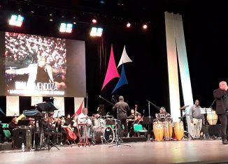 """Waldo dedicó un primer segmento con su banda, a los temas que lo mantienen en la cima de la popularidad en Cuba y en otras latitudes; luego abrió con """"El día que me quieras"""", popularizada hace más de 80 años por Carlos Gardel."""
