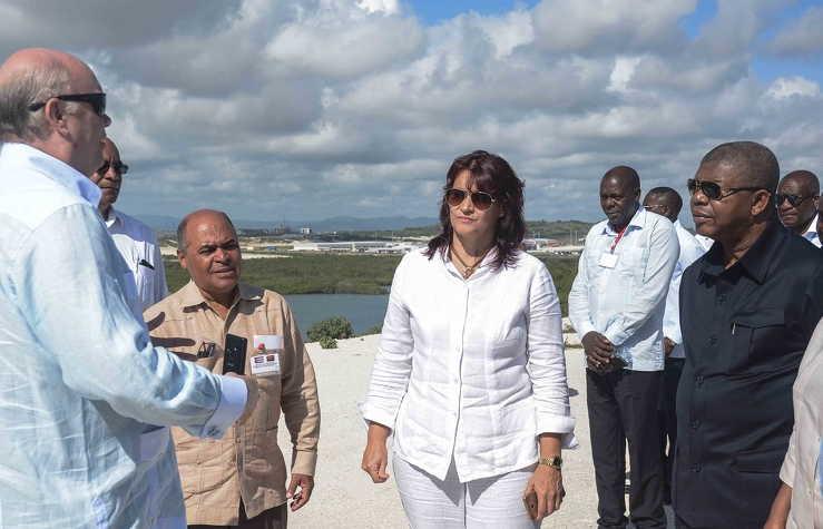 El mandatario comprobó la ejecución de varias obras para acoger capital extranjero que contribuya al desarrollo de la Isla y recibió una información detallada de las facilidades conferidas a quienes inviertan allí.