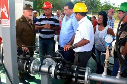 El vicepresidente del Consejo de Ministros, Ramiro Valdés Menéndez, constató los avances de la Planta de Fertilizantes Mezclados de Nitrógeno, Fósforo y Potasio que ya produjo las primeras 200 toneladas.