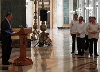 Expertos rusos estuvieron a cargo del proceso de rehabilitación de esta icónica imagen, y son los encargados de colocar láminas bañadas en oro en la cima del emblemático edificio, que se somete a una compleja y profunda restauración.