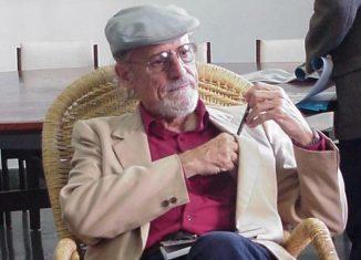 Premio Nacional de Literatura en 1989 y miembro de la Academia Cubana de la Lengua desde 1995, la que además presidió.