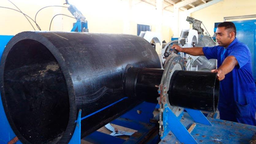 La entrada en funcionamiento de un centro mecanizado en la empresa avileña Ciegoplast permite la fabricación de portabridas, elemento que se emplea en la unión de dos tubos.