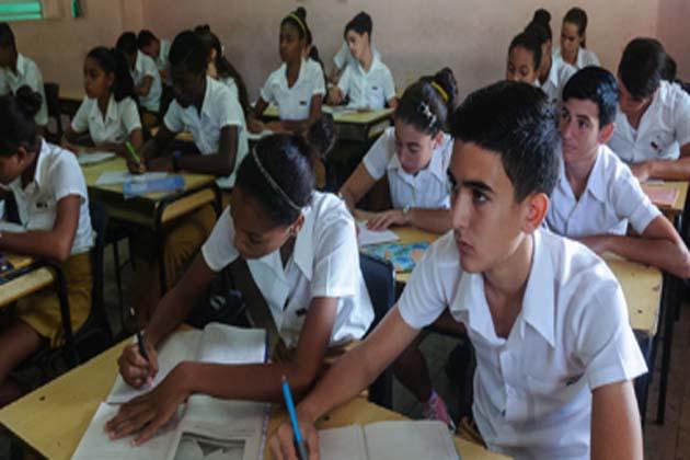 La reciente proclamación de la nueva Constitución, el pasado 10 de abril, y la posterior aprobación de la Ley de Símbolos Nacionales y la Ley Electoral, abrieron un frente de trabajo adicional para los educadores cubanos