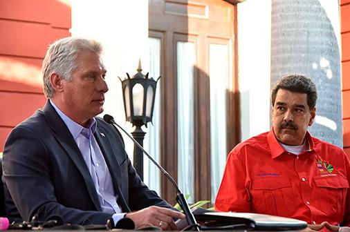El mandatario cubano escribió en su cuenta en Twitter que es un despojo y un robo que no debemos permitir. Asimismo, reiteró la solidaridad con su homólogo, Nicolás Maduro y el pueblo venezolano.