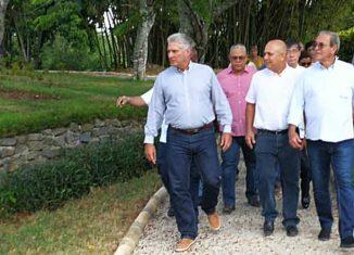 El Jefe de Estado cubano visitó lugares que se remozan como parte de las labores por el medio milenio de La Habana.