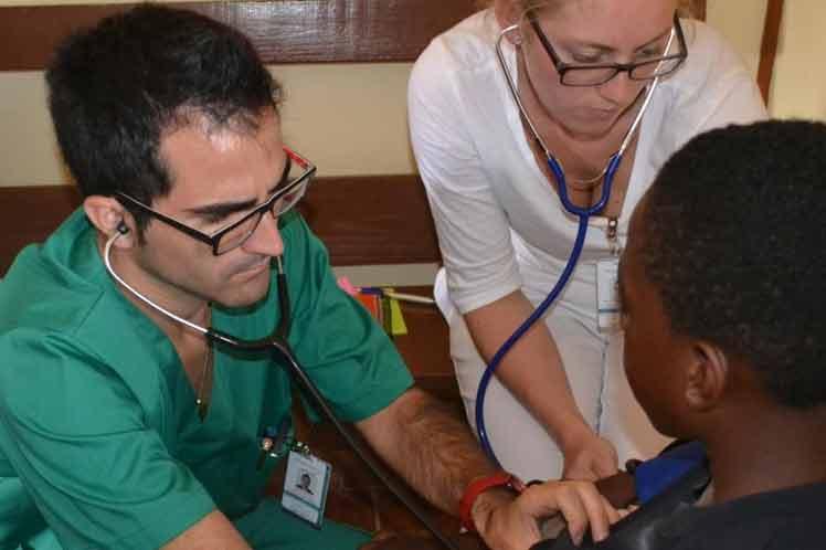 Unos 290 profesionales de la salud se unirán a la brigada médica cubana que presta sus servicios en Jamaica, a solicitud del propio pueblo de esa nación caribeña.