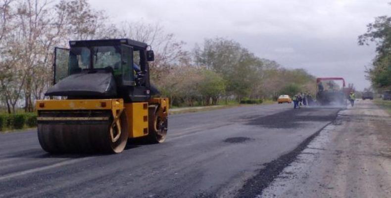 El mantenimiento e inversiones tiene como prioridad las que garantizan el desarrollo turístico del país, seguido de otras como la de Mariel, la Autopista Nacional, la Carretera Central y Vía Blanca.