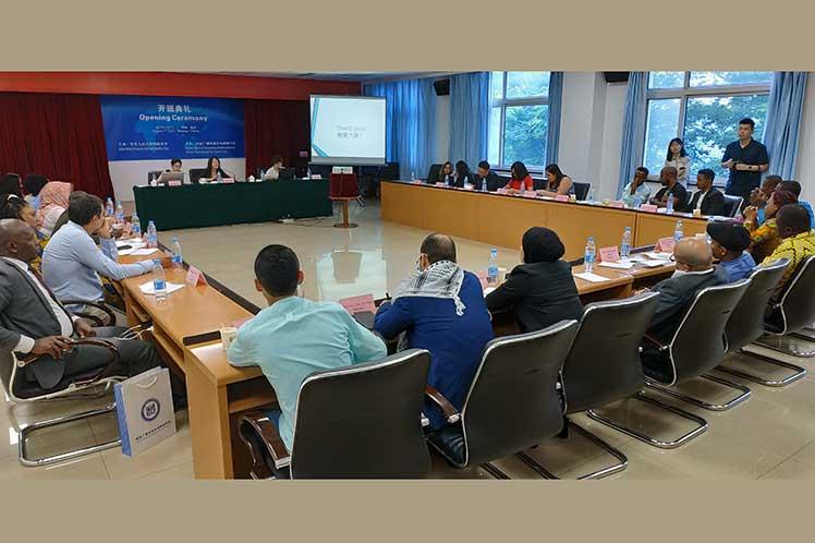 el evento es una plataforma donde el gigante asiático comparte sus experiencias y progresos con representantes de países en desarrollo.
