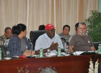Temas como la soberanía alimentaria, el abastecimiento a la Capital, el autoabastecimiento de los municipios, las reservas de ahorro fueron abordados en el debate que se realizó con el Consejo de la Administración Provincial.