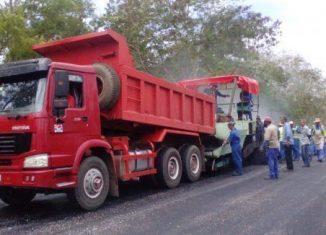 Díaz-Canel llamó una vez más a aprovechar al máximo los recursos de que dispone el país para mejorar las infraestructuras viales, cuyo estado dista mucho de ser el idóneo.
