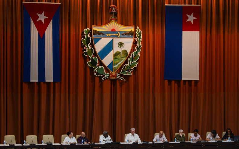 Eligirán al Presidente, del Vicepresidente y del Secretario, de la Asamblea Nacional del Poder Popular, de los demás miembros del Consejo de Estado, y del Presidente y Vicepresidente de la República.