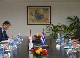 Durante el amistoso diálogo, las partes se congratularon por el buen estado de las relaciones bilaterales, especialmente tras la visita que realizó a Cuba en septiembre de 2016 el Primer Ministro japonés, Shinzo Abe.