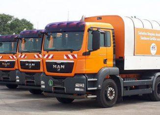 El nuevo lote será destinado a los cuatro municipios periféricos de la urbe. El cargamento contiene además 30 camiones de volteo y minicargadores.