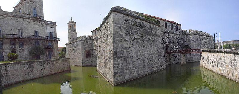 El Castillo de la Real Fuerza fue una de las primeras fortificaciones para defender la Villa de San Cristóbal.