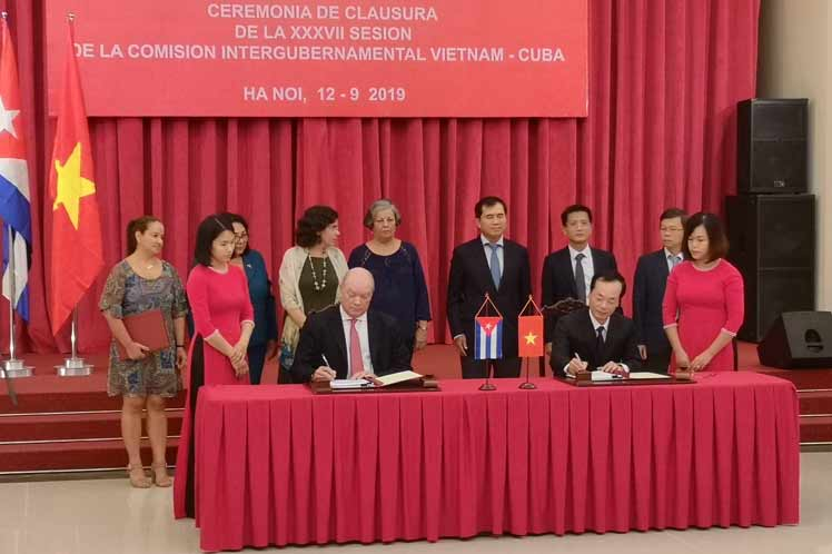 La parte cubana expresó la determinación de potenciar las exportaciones de bienes y servicios, en particular los referidos al campo de la medicina.