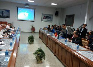 La reunión permitirá tomar acciones que fomenten el comercio en ambas direcciones, estimulen las inversiones de Vietnam en Cuba y propicien una mayor presencia de médicos y especialistas de la isla en la nación indochina.