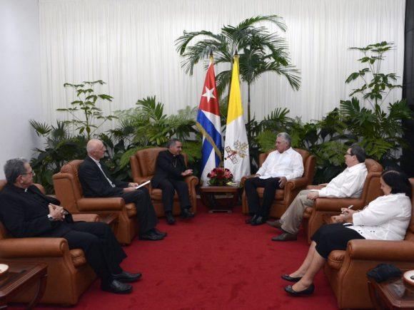 El Cardenal Giovanni Angelo Becciu se encuentra en Cuba para oficiar una misa por el recientemente fallecido Cardenal Jaime Lucas Ortega y Alamino.