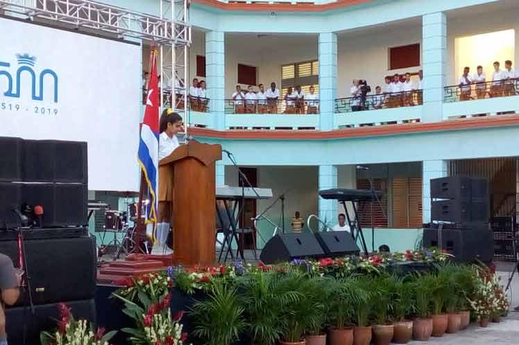 Amanda Rodríguez, de noveno grado, expresó el compromiso de los más de 300 estudiantes del centro de honrar el trabajo realizado para garantizarles las condiciones necesarias, y comparó la fuerza de la unidad y la solidaridad desplegada con la del tornado.