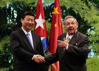 el Presidente chino, Xi Jinping, firmó este martes un decreto presidencial para conceder medallas nacionales y títulos honoríficos a 42 individuos del país y del extranjero.