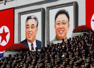 El primer secretario del Comité Central del Partido Comunista de Cuba, General de Ejército Raúl Castro Ruz, reafirmó el alto valor que La Habana concede a los nexos con Pyongyang y aseguró que se basan en las relaciones especiales entre sus dirigentes.