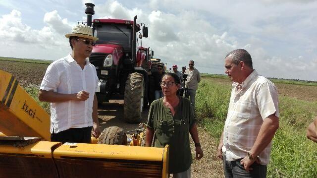 Al recibir en Hanoi l general de cuerpo de ejército Álvaro López Miera, el premier vietnamita apuntó que su país siempre ha estado contra el bloqueo de Estados Unidos a la isla y mantendrá esa posición en el terreno de los hechos.