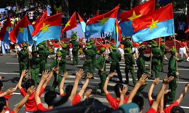 El 2 de septiembre de 1945, el presidente Ho Chi Minh leyó en la capitalina plaza Ba Dinh la Declaración de Independencia de Vietnam frente al derrotado colonialismo francés.