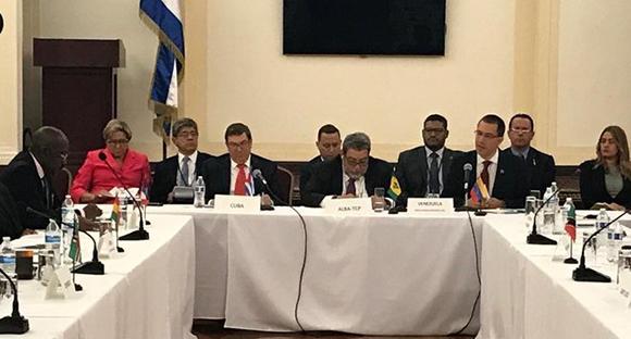 Denunciaron la imposición de nuevas medidas coercitivas unilaterales contra el pueblo cubano. Recientemente, los EE.UU. han limitado el envío de remesas; restringido las transacciones bancarias, prohibido los viajes grupales educativos a la Isla.