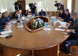 En el marco de la reunión fue denunciado el bloqueo de Estados Unidos contra Cuba, que ha sido recrudecido por la actual administración norteamericana, causando aún mayores daños al pueblo cubano.