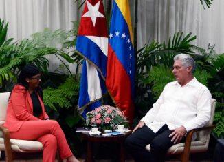 Durante el fraternal encuentro, se intercambió sobre la marcha de los compromisos bilaterales en materia de cooperación entre Cuba y Venezuela, así como sobre la reciente celebración del 74 periodo ordinario de sesiones de la Asamblea General de la onu y otros temas de interés.
