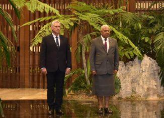 El Presidente de los Consejos de Estado y de Ministros, Miguel Díaz-Canel Bermúdez, recibió al Honorable Josaia Voreque Bainimarama, Primer Ministro de la República de Fiji, quien realiza una visita oficial a la mayor de las Antillas.