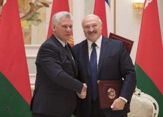 Lukashenko destacó las visitas que los dos han realizado antes a sus respectivos países, lo que les permitió conocerse previo a este encuentro.