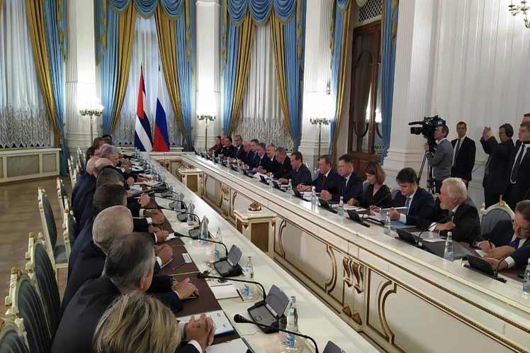 El mandatario cubano destacó el interés mostrado por el jefe de Gobierno ruso para participar en el programa de desarrollo de la isla hasta el 2030.