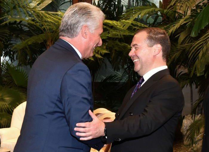 En el cordial encuentro ambas partes expresaron la satisfacción por el excelente estado de las relaciones bilaterales, y ratificaron la voluntad de trabajar por su continuo fortalecimiento.