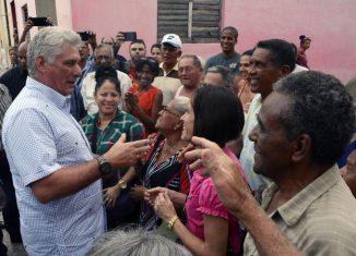 El mandatario cubano agradeció los textos aportados por las personas en el sitio de la Presidencia. Expresó además que cada idea transmite entusiasmo, responsabilidad ciudadana y compromiso.