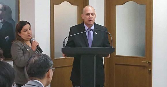 El vicepresidente del Consejo de Ministros, Roberto Morales Ojeda, encabezó el encuentro celebrado para difundir los avances y oportunidades que ofrece la Isla en la biotecnología y la farmacéutica.