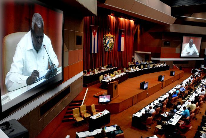 El titular del Parlamento cubano, Esteban Lazo Hernández; vicepresidenta Ana María Mari Machado y secretario Homero Acosta Álvarez.