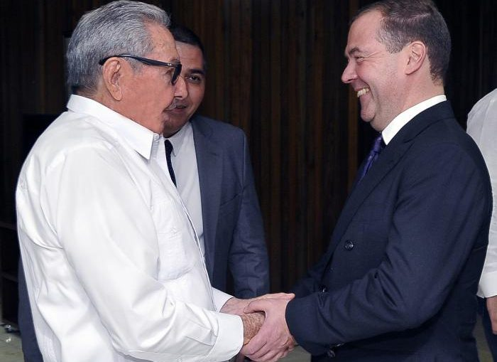 Durante el fraternal encuentro intercambiaron sobre las excelentes relaciones de amistad entre ambos pueblos, partidos y gobiernos. Asimismo, expresaron la voluntad de continuar fortaleciendo los vínculos partidistas y bilaterales.