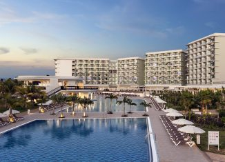 El arribo de turistas a Cuba creció en la última década en un 100,2 por ciento y la planta hotelera en un 45,7 por ciento, muestra del interés del Estado de potenciar ese sector, llamado a ser la locomotora de la economía nacional.