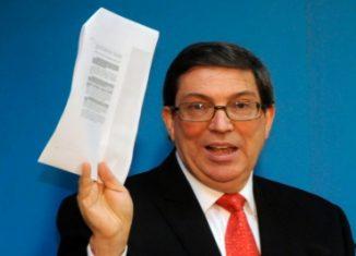 El canciller cubano, Bruno Rodríguez Parrilla, dijo en la ONU que, «lejos de atender al llamado de la comunidad internacional que durante más de dos décadas ha adoptado esta resolución, Washington realiza maniobras adicionales para dificultar su adopción.