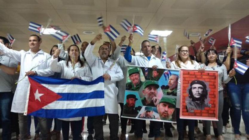 Entre quienes fueron recibidos en el aeropuerto internacional José Martí se encontraban Amparo García, Idalberto Delgado, Ramón Emilio Álvarez y Alexander Torres, quienes habían sido detenidos arbitraria e injustamente el pasado 13 de noviembre.