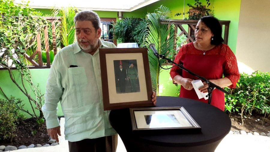 Ralph Gonsalves reconoció la labor realizada por la diplomática saliente y resaltó algunos hechos importantes, acontecidos durante su misión y reiteró su confianza en promisorio futuro de las relaciones bilaterales.