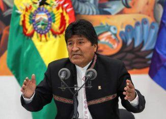 El mandatario de Bolivia en la tarde de este domingo anunció en una intervención transmitida en directo por la televisión su renuncia al cargo para evitar la escalada de violencia, los ataques y agresiones promovidas por los opositores Carlos Mesa y Fernando Camacho.