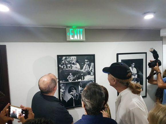 """Develan tarja conmemorativa en el 2do piso de la Institución, donde se encuentran presentes Silvio Rodríguez, Leo Brouwer y otros excelentes artistas que formaron parte de esta emblemática agrupación"""""""