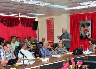 Jorge Luis Tapia Fonseca señaló que se impone elevar la eficiencia en el sector estatal y que para ello es preciso explotar las potencialidades existentes en cada uno de los centros.