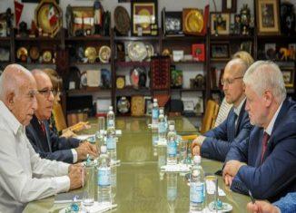 En el cordial encuentro ambas partes expresaron mutua satisfacción por el desarrollo de las relaciones entre nuestros dos países. También intercambiaron sobre la situación que vive hoy América Latina y el Caribe.